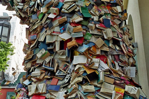 booktower,books,messy-30a461c9bfd6d497f885964091fc3bd1_h-1